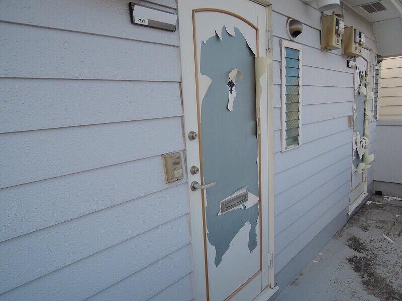 横浜市鶴見区 玄関扉の塗り替え塗装工事を行いました!!