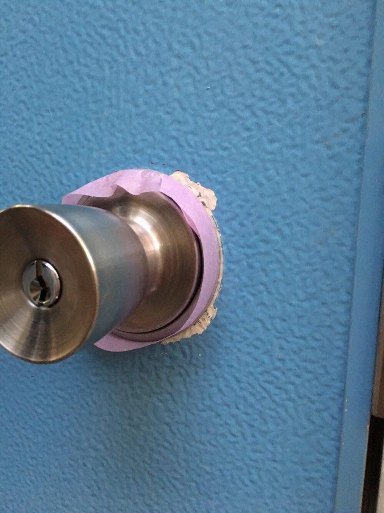川崎市幸区 アパート玄関扉の部分塗装を行いました!